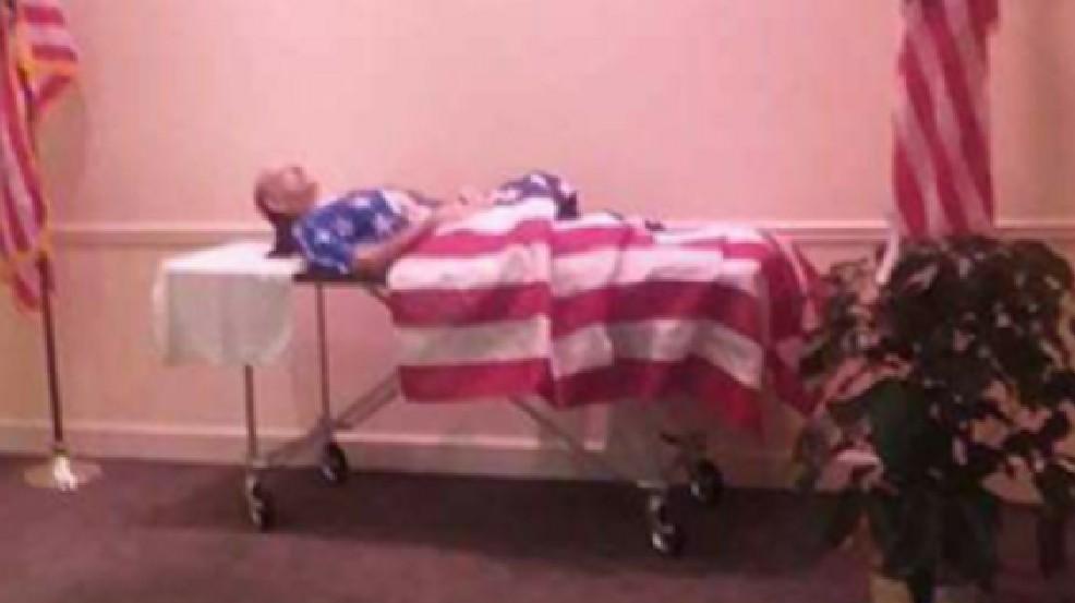 Veteran's body displayed without coffin at visitation