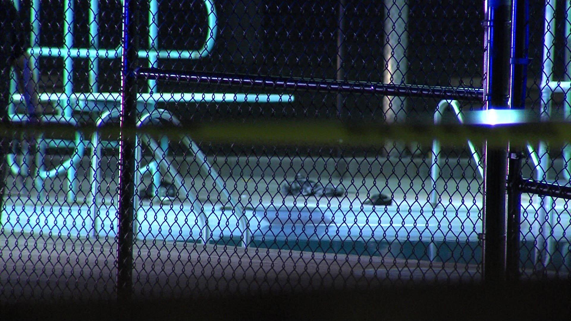 Cbs 58 milwaukee man drowns after sneaking into - Washington park swimming pool milwaukee ...